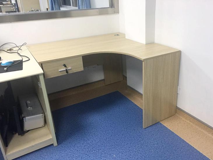 言語診療室辦公桌